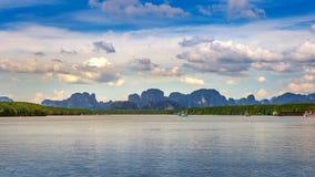 Θάλασσα και νησί της Ταϊλάνδης τοπίου Στοκ εικόνα με δικαίωμα ελεύθερης χρήσης