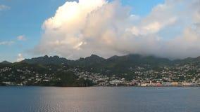 Θάλασσα και ορεινή ακτή Kingstown, Άγιος Vincent και Γρεναδίνες απόθεμα βίντεο