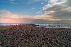 Θάλασσα και παραλία το χειμώνα, Loano, Λιγυρία Ιταλία στοκ εικόνα