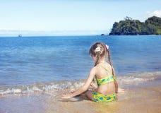 θάλασσα κοριτσιών ακτών Στοκ φωτογραφία με δικαίωμα ελεύθερης χρήσης