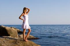θάλασσα κοριτσιών Στοκ Φωτογραφίες