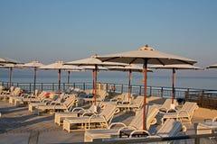 θάλασσα λιμνών πολυτέλειας ξενοδοχείων Στοκ Εικόνα