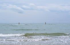 Θάλασσα μπλε ουρανού και aquamarine Στοκ Φωτογραφία