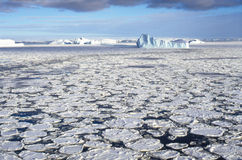 θάλασσα παγόβουνων πάγο&upsi Στοκ φωτογραφίες με δικαίωμα ελεύθερης χρήσης