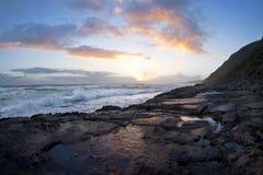 θάλασσα σκηνής βράχου λι&m Στοκ εικόνες με δικαίωμα ελεύθερης χρήσης