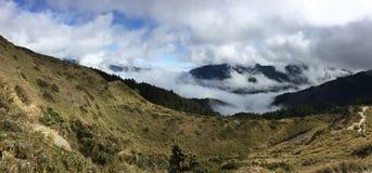 Θάλασσα σύννεφων στο βουνό στοκ εικόνα