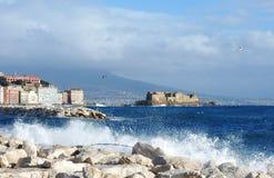 θάλασσα της Νάπολης κάστρ& Στοκ Φωτογραφία