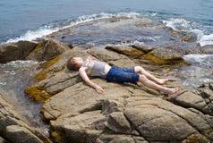 θάλασσα 3 αγοριών στοκ φωτογραφία με δικαίωμα ελεύθερης χρήσης