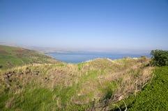Θάλασσα Galilee και του απότομου βράχου Arbel Στοκ Φωτογραφίες