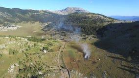 Θάμνοι που καίνε στο βουνό Dinara απόθεμα βίντεο
