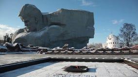 Θάρρος μνημείων και μια αιώνια φλόγα στο φρούριο του Brest απόθεμα βίντεο