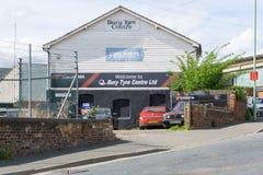 Θάψτε το κέντρο ελαστικών αυτοκινήτου θάβει μέσα το ST Edmunds, Αγγλία στοκ φωτογραφία με δικαίωμα ελεύθερης χρήσης