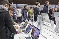 Θάλαμος επιχείρησης της Apple στην Κεντρική και Ανατολική Ευρώπη 2015, η μεγαλύτερη εμπορική έκθεση ηλεκτρονικής στην Ουκρανία Στοκ Εικόνες