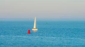 Θάλασσα λαμβάνοντας υπόψη την ανατολή Στοκ Εικόνες