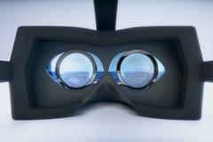 Θάλασσα γυαλιών εικονικής πραγματικότητας ελεύθερη απεικόνιση δικαιώματος