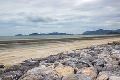 Θάλασσα και ουρανός παραλιών βράχου Στοκ εικόνες με δικαίωμα ελεύθερης χρήσης