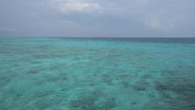 Θάλασσα και ουρανός στο νησί των Μαλδίβες απόθεμα βίντεο