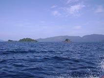 Θάλασσα και τέλειος ουρανός Στοκ Φωτογραφία