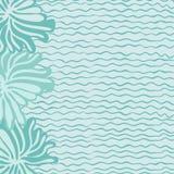Θάλασσα, κύματα και λουλούδια Στοκ φωτογραφία με δικαίωμα ελεύθερης χρήσης