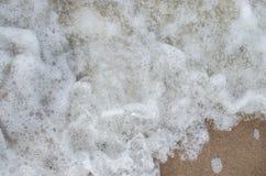 Θάλασσα με τον άσπρο αφρό Στοκ Φωτογραφίες