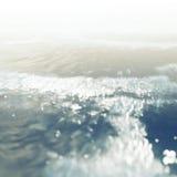 Θάλασσα με το φως του ήλιου στο εκλεκτής ποιότητας ύφος Στοκ Εικόνα