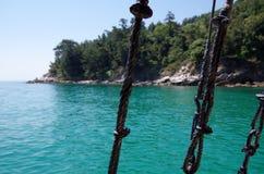 Θάλασσα πέρα από τα σχοινιά Στοκ εικόνες με δικαίωμα ελεύθερης χρήσης