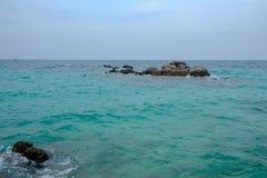 θάλασσα σκηνής βράχου ήρεμη Στοκ Εικόνα