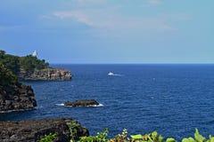 θάλασσα σκοπέλων στοκ εικόνα με δικαίωμα ελεύθερης χρήσης