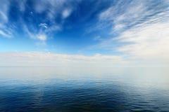 Θάλασσα στον όμορφο ήρεμο καιρό Στοκ Εικόνες