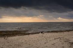 Θάλασσα στο ηλιοβασίλεμα Στοκ εικόνες με δικαίωμα ελεύθερης χρήσης