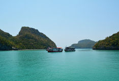 Θάλασσα Beuatiful με τη βάρκα δύο στην Ταϊλάνδη Στοκ Φωτογραφίες