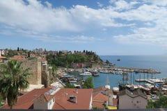 Θάλασσα Mediteranian, το λιμάνι Oldtown σε Antalya και οι τοίχοι πόλεων, Τουρκία Στοκ εικόνα με δικαίωμα ελεύθερης χρήσης