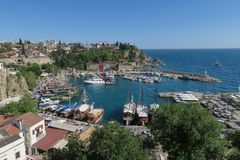 Θάλασσα Mediteranian, το λιμάνι Oldtown σε Antalya και οι τοίχοι πόλεων, Τουρκία Στοκ Εικόνα