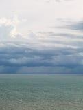 Θάλασσα scape με rainny στοκ εικόνα