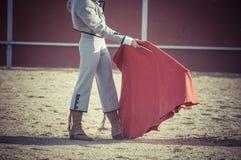 Θέαμα της ταυρομαχίας, όπου ένας ταύρος που παλεύει έναν ταυρομάχο S στοκ εικόνα