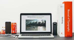 Θέατρο του Στηβ Τζομπς στο lap-top της Apple MacBook Pro Στοκ εικόνες με δικαίωμα ελεύθερης χρήσης