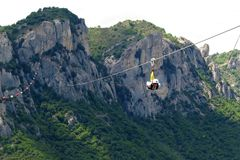 Θέα βουνού και Angel& x27 πτήση του s σε Castelmezzano, Βασιλικάτα, Ιταλία Στοκ Εικόνες