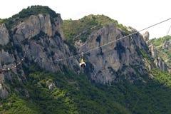 Θέα βουνού και Angel& x27 πτήση του s σε Castelmezzano, Βασιλικάτα, Ιταλία Στοκ Φωτογραφίες