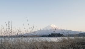 Θέα βουνού του Φούτζι από τη λίμνη Kawaguchi, Ιαπωνία στοκ εικόνες με δικαίωμα ελεύθερης χρήσης