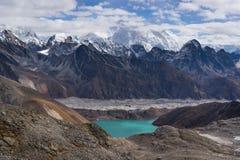 Θέα βουνού των Ιμαλαίων από το πέρασμα Λα Renjo, περιοχή Everest, Nepa Στοκ εικόνα με δικαίωμα ελεύθερης χρήσης