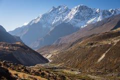 Θέα βουνού των Ιμαλαίων μετά από το διαγώνιο πέρασμα Λα Renjo, Everest Regio Στοκ Εικόνες