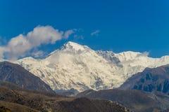 Θέα βουνού χιονιού στην οδοιπορία EBC στρατόπεδων βάσεων Everest στο Νεπάλ στοκ εικόνες