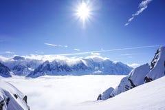 Θέες βουνού σε Chamonix περιοδεύοντας σκι στοκ φωτογραφίες