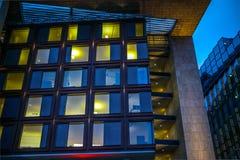 Θέες πόλεων του Άμστερνταμ τη νύχτα Γενικές απόψεις του τοπίου πόλεων Στοκ Εικόνες