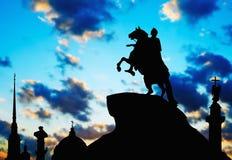Θέες σκιαγραφιών της Αγία Πετρούπολης Στοκ Φωτογραφία