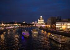 Θέες της Μόσχας με τον ποταμό και τα κτήρια Στοκ Φωτογραφίες