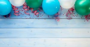 Θέμα καρναβαλιού των μπαλονιών με τις κορδέλλες Στοκ εικόνες με δικαίωμα ελεύθερης χρήσης