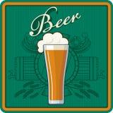 Θέμα μπύρας σε πράσινο Στοκ Φωτογραφίες