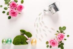 Θέμα Πάσχας με τα τριαντάφυλλα και το κουνέλι Στοκ εικόνες με δικαίωμα ελεύθερης χρήσης