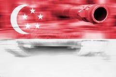 Θέμα στρατιωτικής δύναμης, δεξαμενή θαμπάδων κινήσεων με τη σημαία της Σιγκαπούρης Στοκ Εικόνες